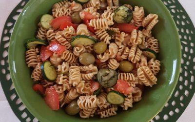 Tam buğday makarnalı salata