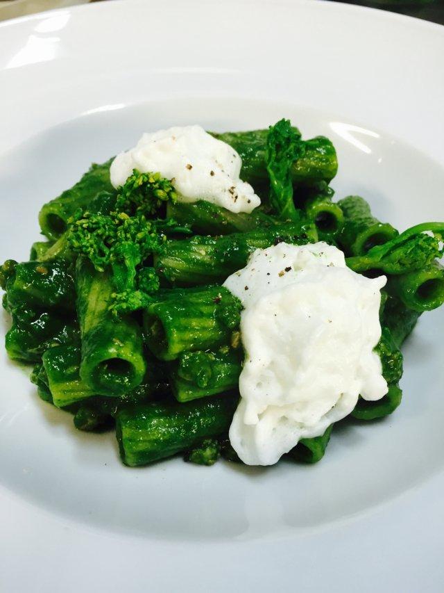 Brokolive pecorino peynirlirigatoni makarna