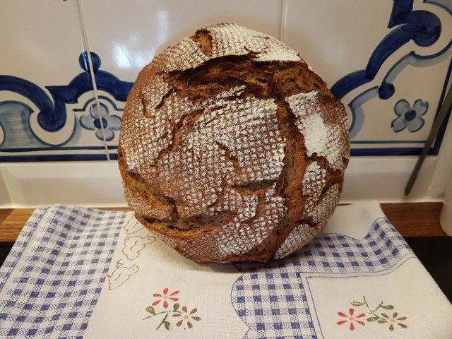 no-knead sourdough spelt bread