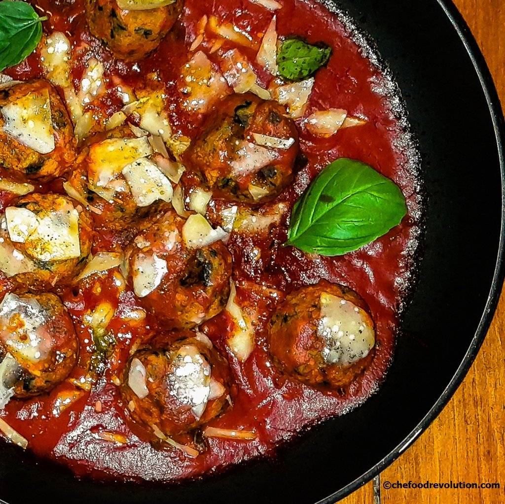 spinach and cottage cheese meatballs with tomato sauce