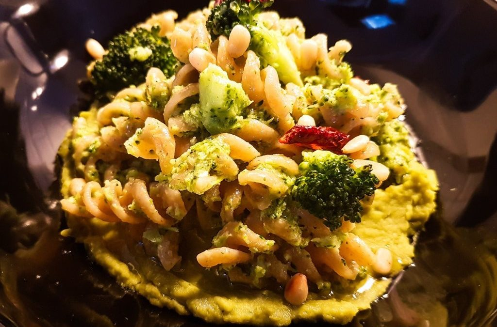 Whole wheat pasta with peas and broccoli: rich in antioxidants and tasty