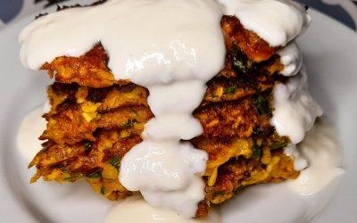 Le frittelle di zucchine, Mucver turche: bontà unica, ricetta salutare