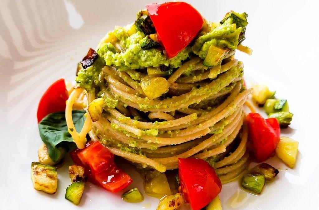Spaghetti integrali con il pesto di zucchine: una ricetta siciliana e leggera