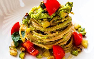 Whole wheat spaghetti & zucchini pesto: a light version of a Sicily recipe