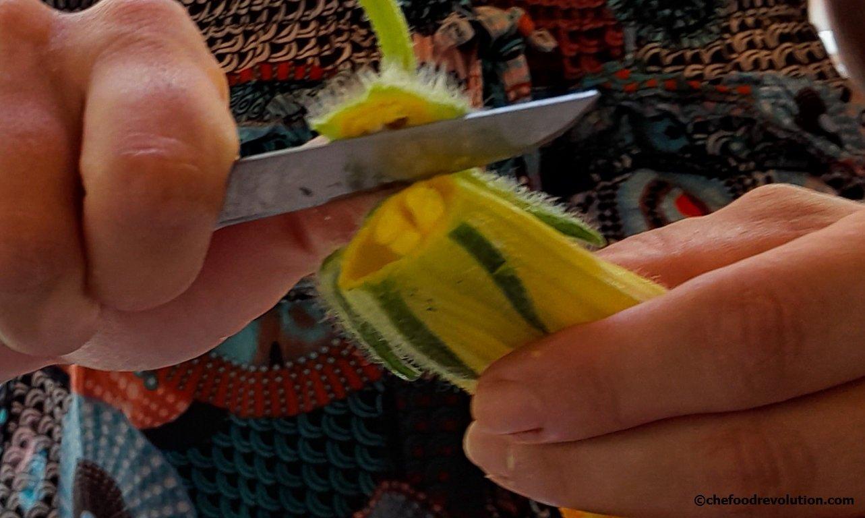 preparation of zucchini flowers